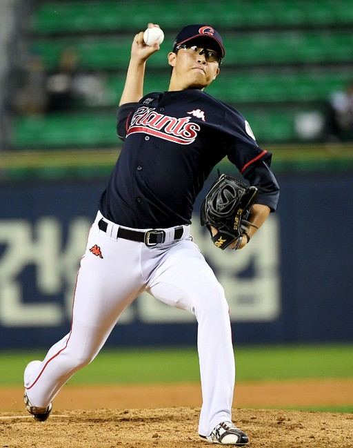 박세웅, 홈런 3방에 와르르…조기 강판