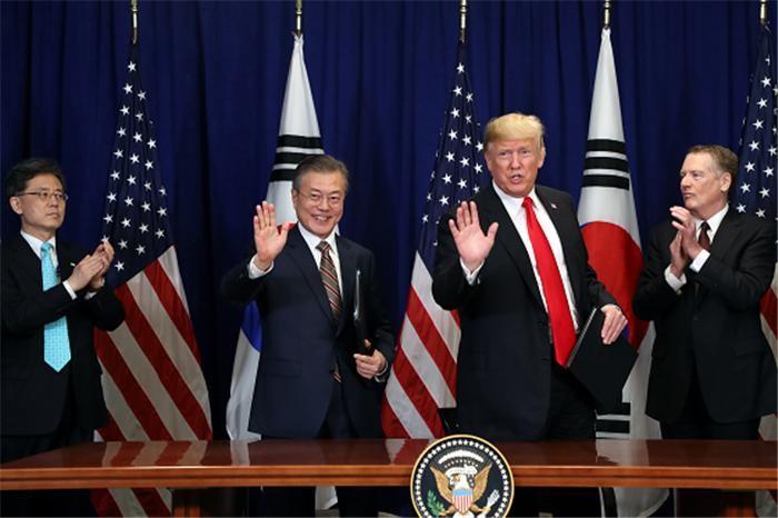 """청와대 """"한미정상, 종전선언과 2차 북미회담 깊은 논의"""""""