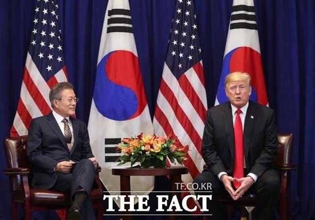 """文대통령·트럼프 """"미북정상회담 조기 개최, 장소 등 조만간 발표"""""""