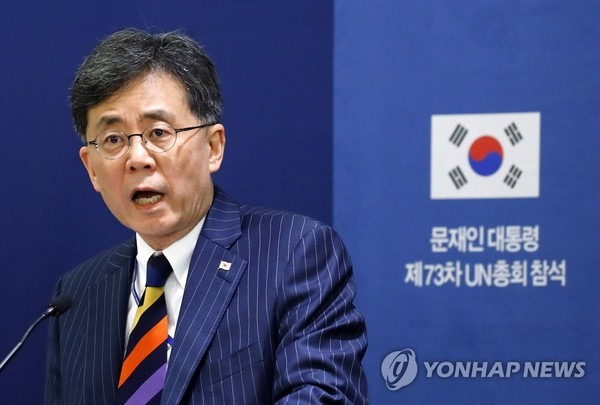 """김현종, 한미FTA 개정협상에 서명…""""통상 쓰나미서 가장 먼저 타결…의미 있어"""""""