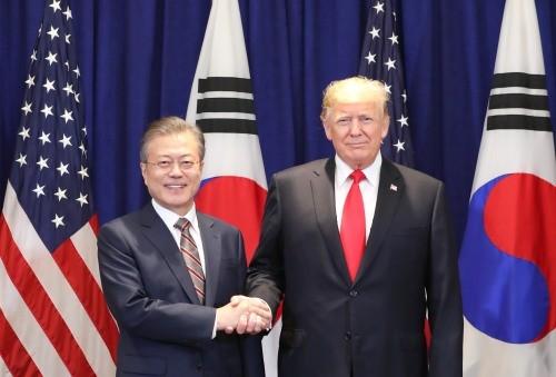 """트럼프 """"종전선언 시기·장소 잡자""""…문대통령 '비핵화 중재' 통했다"""