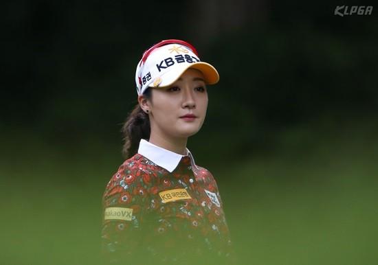 박세리 인비테이셔널, 티샷 전 코스를 바라보는 오지현