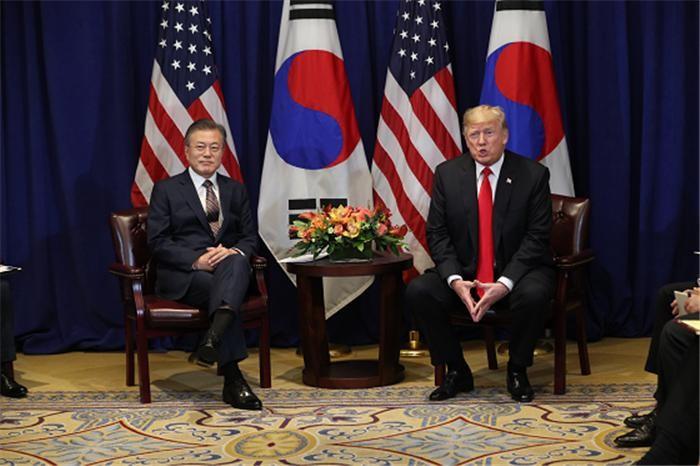 """한미FTA 개정안 서명…문 대통령·트럼프 """"양국 긴밀한 동맹 재확인"""""""