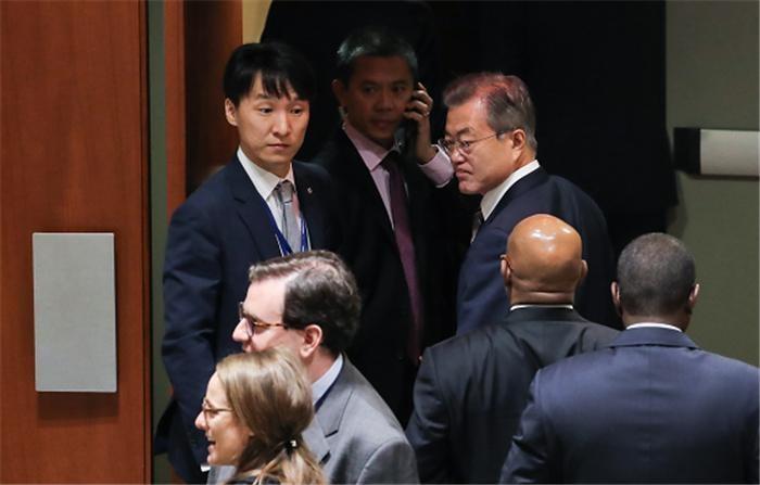 """문 대통령 """"종전선언으로 비핵화 촉진, 대북 인도적 지원도 필요"""""""