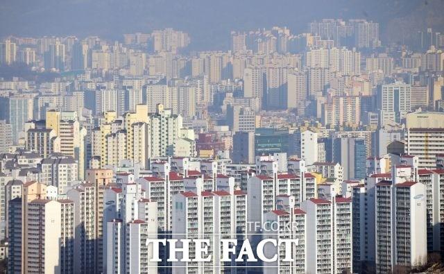 """""""집 장만 어렵네"""" 2030세대, 서울서 아파트 사려면 월급 15년 모아야"""