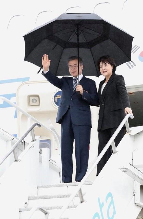 문재인 대통령과 김정숙 여사의 '동분서주'