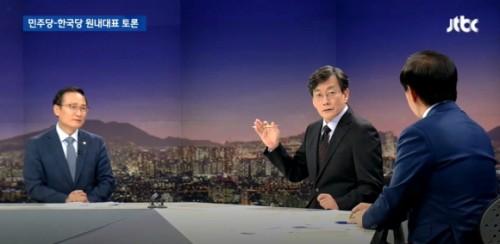 """손석희 '내로남불'지적에 김성태 """"어, 그, 아니, 전에 거기 봐요"""" 당황"""
