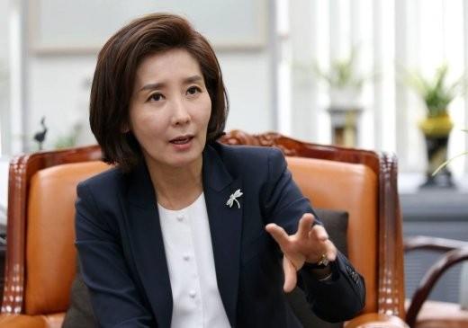 """나경원, 문 대통령 비난… """"더 이상 촛불타령은 그만"""""""