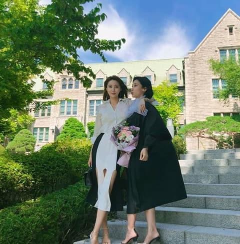 황미나 기상캐스터, 걸그룹 미모 여동생과 함께 우월 자매샷 '남심 올킬'