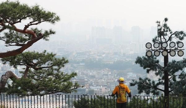 서울 10도·춘천 6도 '쌀쌀한 아침'...일부 지역 미세먼지 '나쁨'