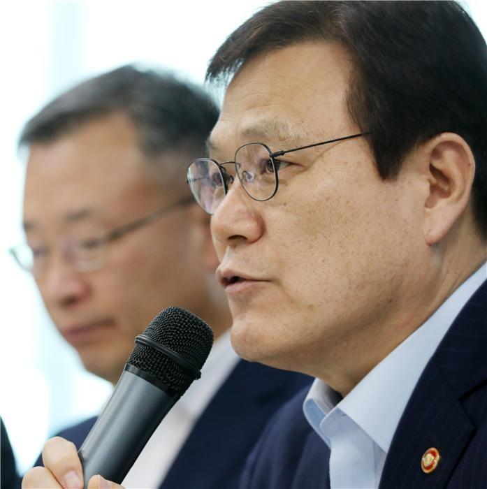 """최종구 금융위원장 """"고DSR 기준, 은행별 차등화할 것"""""""