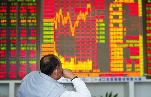 미국과 무역전쟁 여파로 하락하는 중국 증시, 개인 투자자 울상