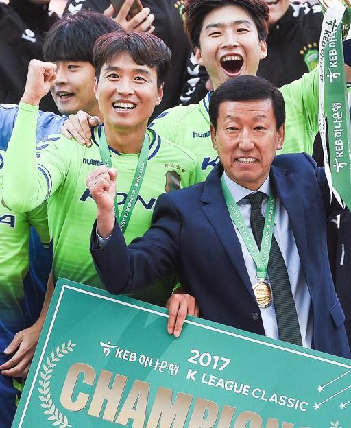 이동국 '재계약'… 최강희 감독 '거취' 영향 미칠까
