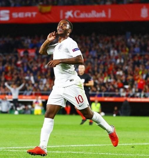 스페인 잉글랜드, 스페인 맹활약으로 勝