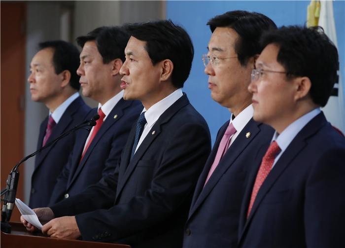 (2018 국감)정무위, 여당 보좌진 낙하산 인사 공방