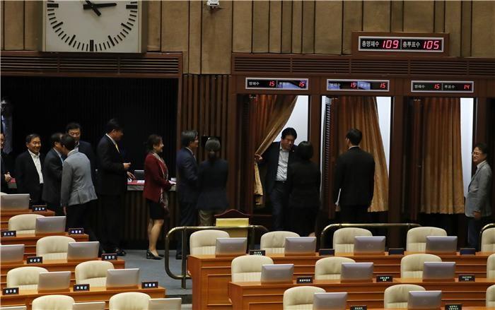 국회, 헌법재판관 3인 선출…헌재 공백 한달만에 정상화