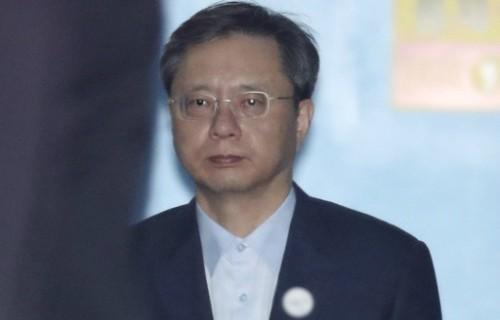 """""""우병우, 변호사시절 '몰래 변론' 10억 챙겨"""""""
