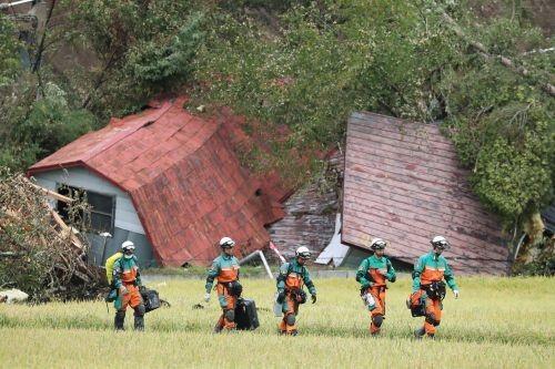 잇단 태풍·강진에… 日 외국인 관광객 급감 비상