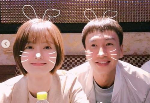 '82년생 김지영' 정유미, 이광수와 귀여운 투샷 '아기 토끼'