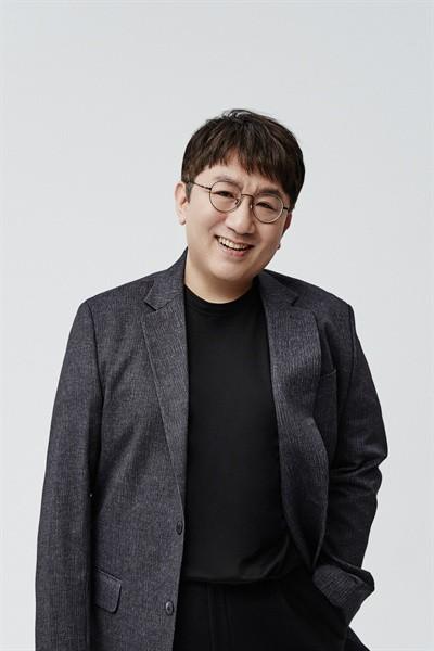 """빅히트와 7년 재계약한 방탄소년단 """"방시혁 멘토 존경한다"""""""