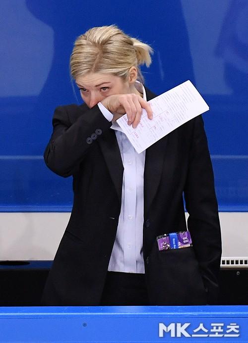 女아이스하키 머리 감독, 재계약 불발은 선수들 항명 때문