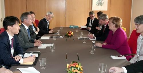 메이·메르켈 만난 文 '비핵화 세일즈' 외교