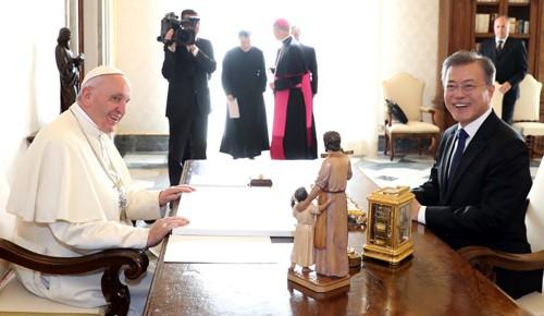 '화해의 상징' 교황, 한반도 평화·비핵화 최대 후원자로