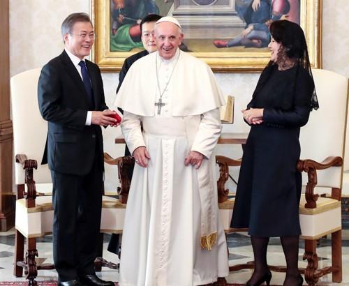 과거 두번 요청, 모두 불발…교황 방북 방식·시기는?