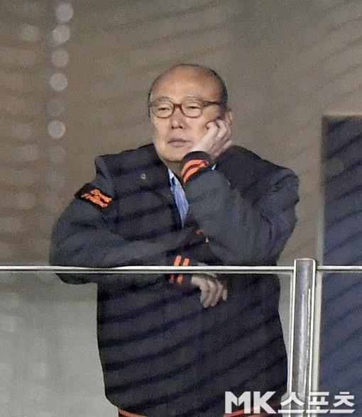 김승연 회장 `한화가 이겨야 할텐데`