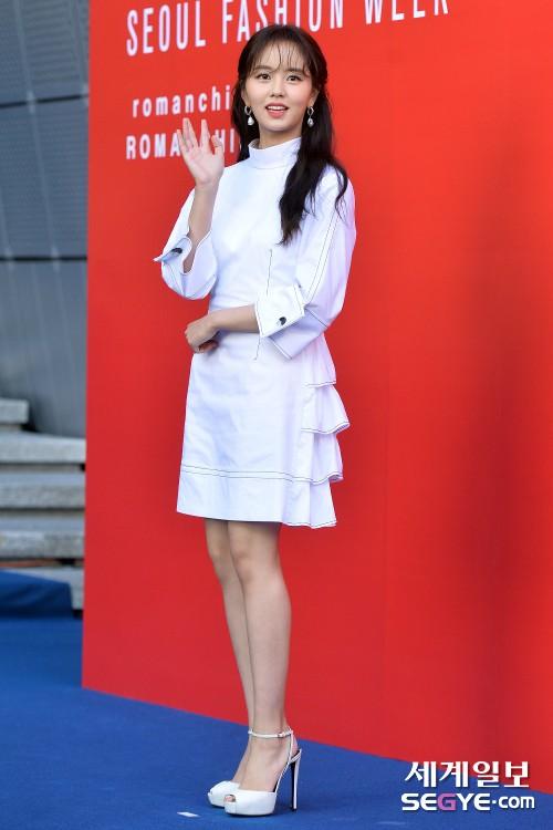 김소현 '반가운 손인사'