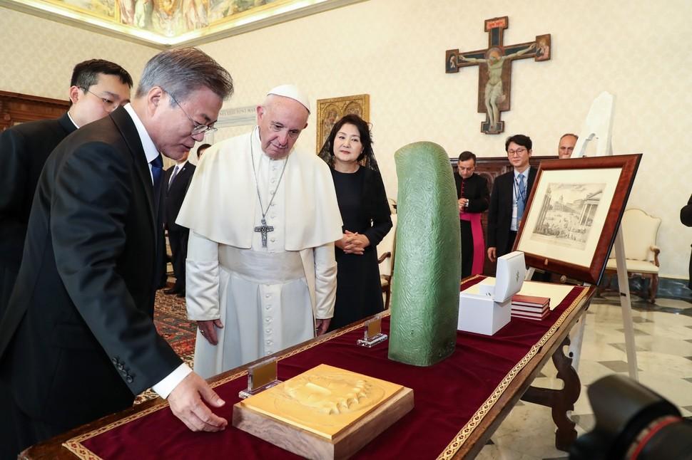 북 사제 없어 교황 평양직행 어려워…서울 경유 현실적