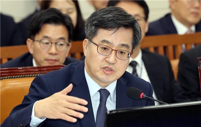 """(2018 국감)김동연 """"탄력근로제 예외 허용해야"""""""