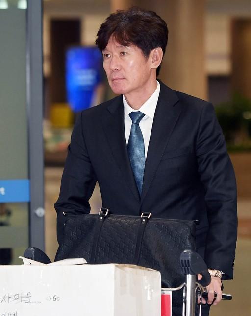 이강철, kt 지휘봉 잡는다… 3년 12억 도장 '쾅'
