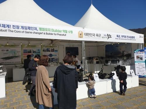 '육군 드론봇', '농약 살포 드론'… 세계 드론 엑스포 참가한 다양한 드론들