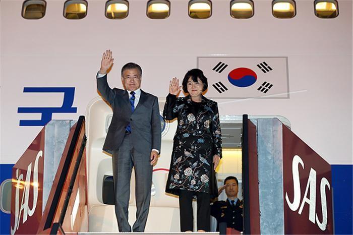 """문 대통령 """"북한, 지속가능한 경제성장 모델 적용 가능"""""""