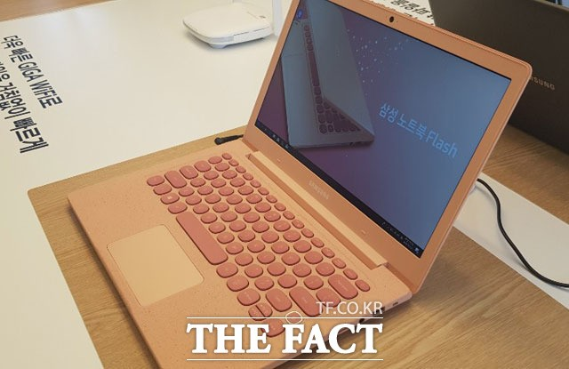 """삼성전자, 기가급 속도 '삼성 노트북 플래시' 출시…""""100만대 판매 목표"""""""