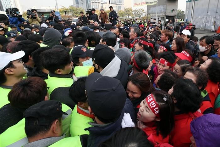 노량진 수산시장, '현대화 갈등' 재연…4차 강제집행 '충돌'