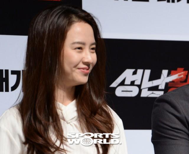 배우 송지효, 따듯한 미소