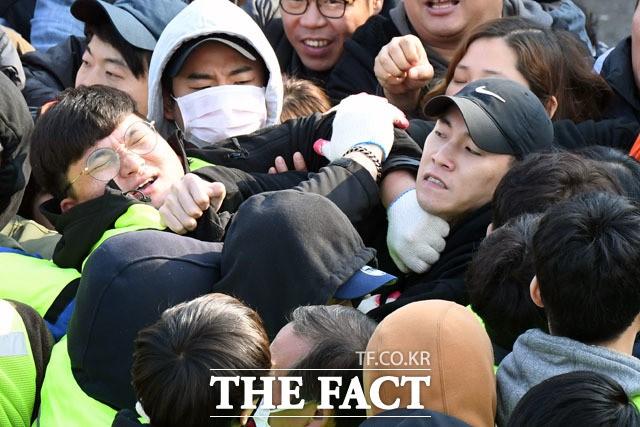 '노량진 구시장 강제집행' 격렬한 충돌