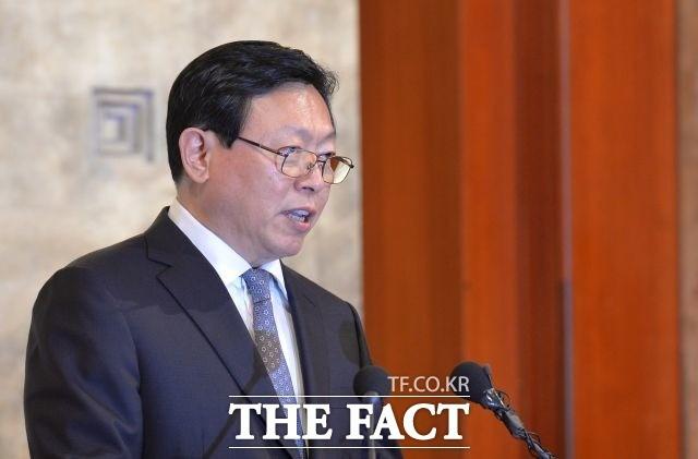 신동빈 롯데 회장 '통 큰' 투자 5년간 '50조' 투자 '7만 명' 고용