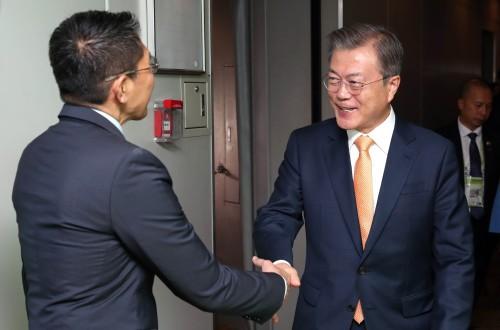 문재인 대통령 싱가포르 도착