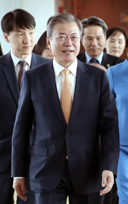 """靑 """"내년은 아세안의 해 될 것""""…文대통령, '신남방정책' 1주년 동남아行"""