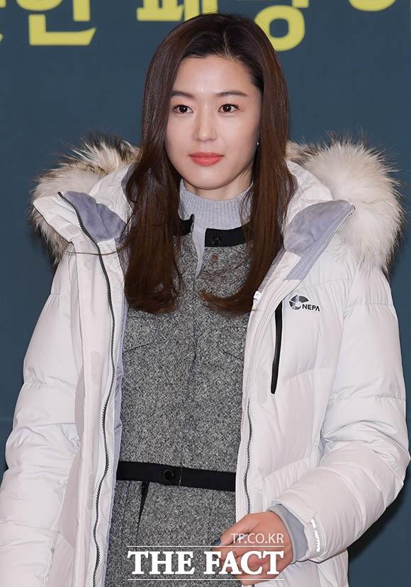 '방부제 미모' 전지현, '나날이 이뻐지네~'