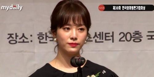 """'미쓰백' 한지민, 여우주연상 수상 후 눈물 흘린 사연은? """"미안한 마음이~"""""""