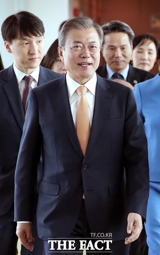 """文대통령 """"내년 한국서 특별정상회의 개최…모든 아세안 정상 만날 것"""""""