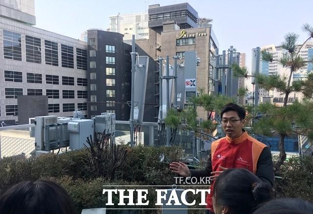 """""""크기는 줄었지만 강해졌다"""" SKT, 첨단기술의 집약체 '5G 기지국'"""