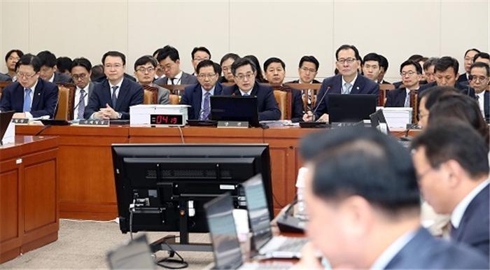 기재위, '통계청 제외' 예산안 의결…기재부 세입 1.4조·세출 298억 감액