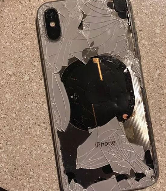 또 결함? 애플 '아이폰X' 충전 중 '폭발' 주장 나와