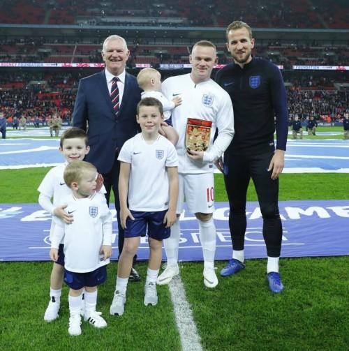 웨인 루니, 미국 평가전 경기를 끝으로 英 국가대표 은퇴