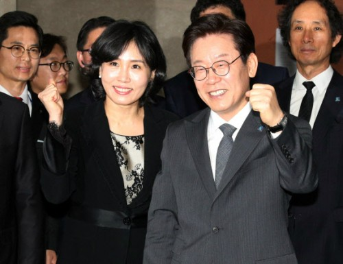 """""""이해찬 대답해야"""" 혜경궁 김씨 논란에 커지는 목소리"""